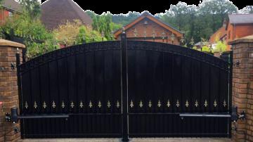 Solid Metal Gates